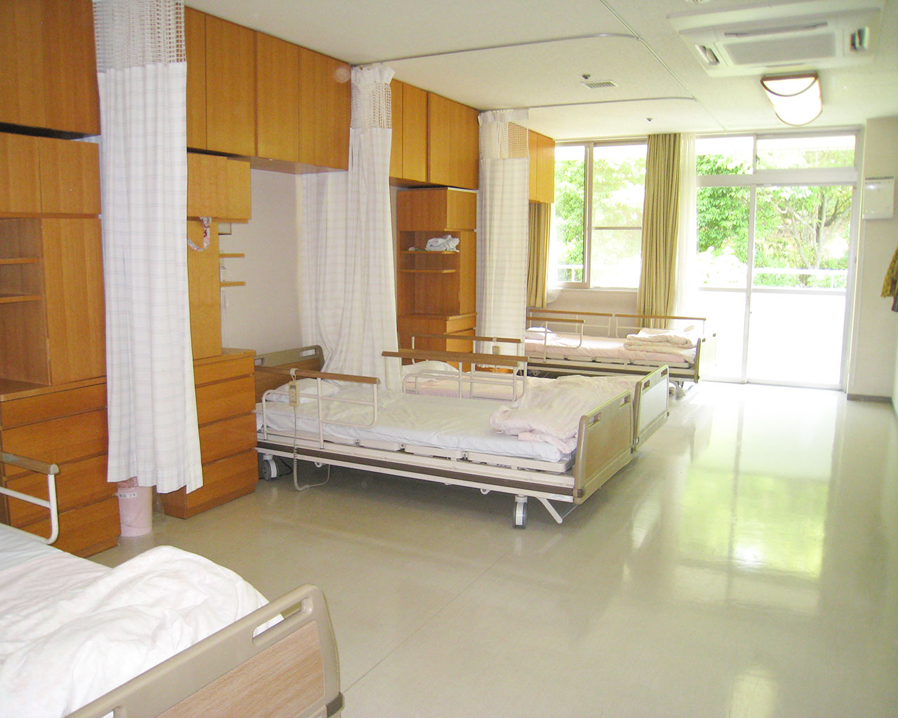 泉北園百寿荘の多床室(4人部屋)