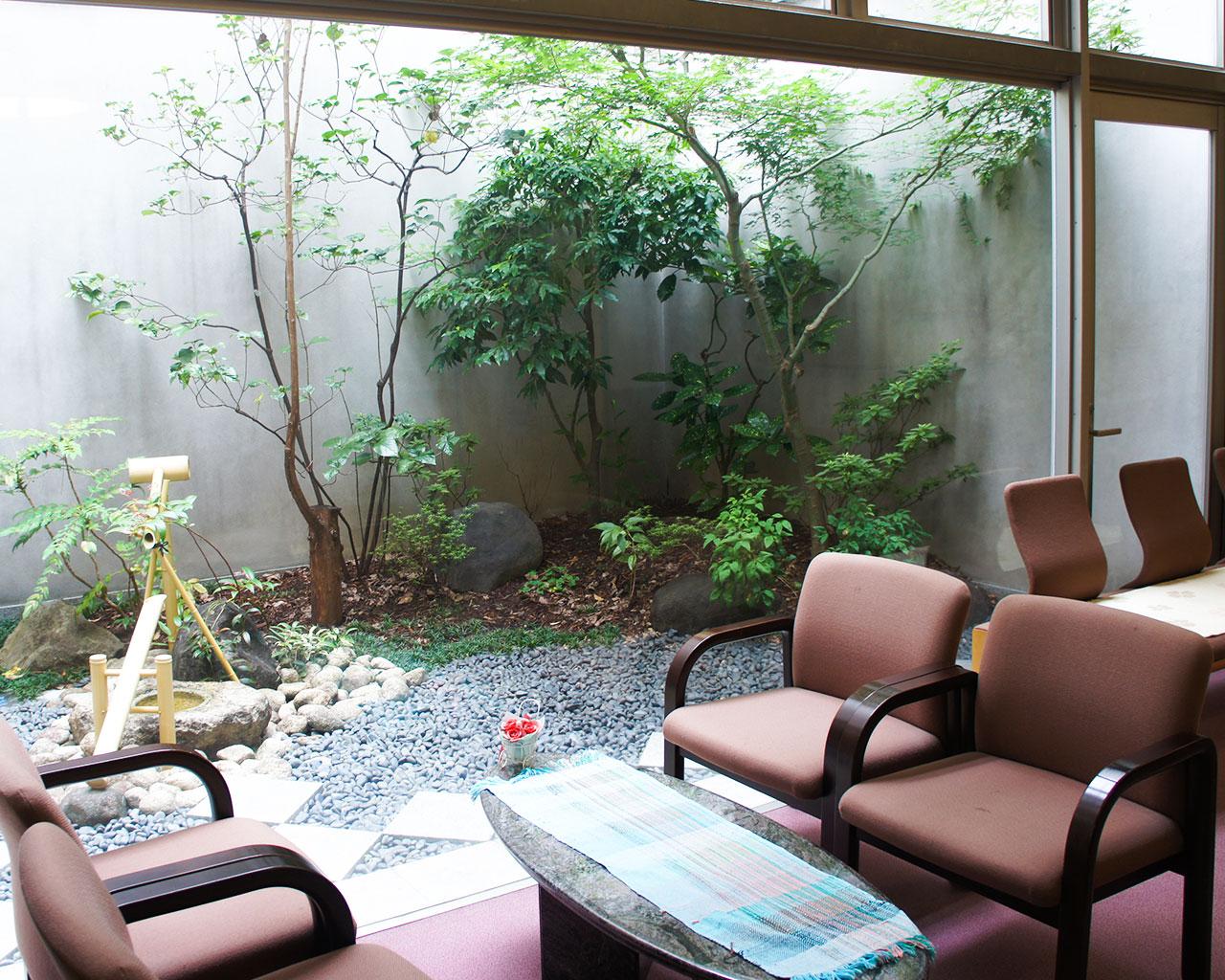泉北園百寿荘の1階中庭