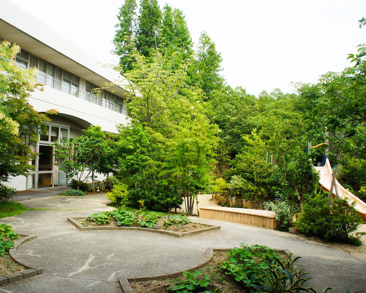 泉北園百寿荘の園庭